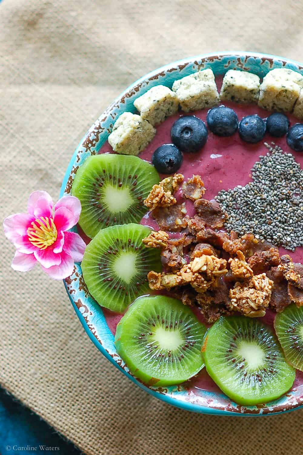 Pretty 'n Tasty Acai bowl (v)