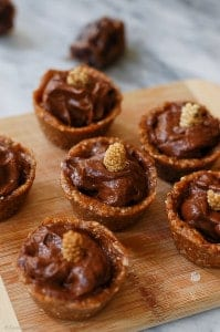 Raw Vegan Chocolate Pudding Tarts (v)