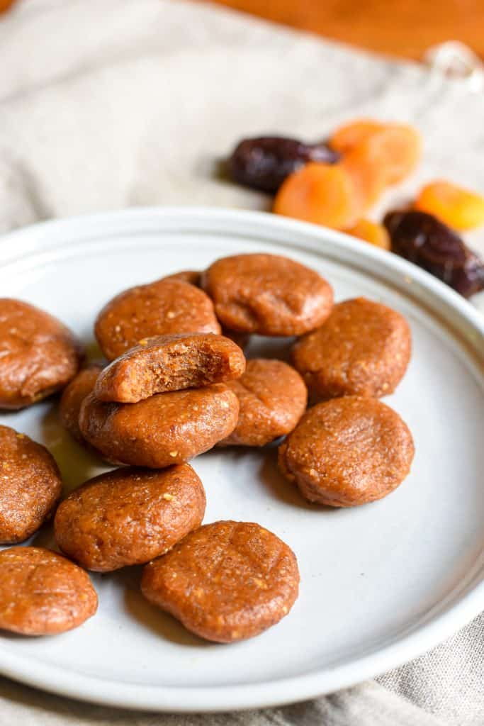 apricot date cookies
