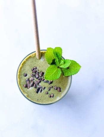 healthy mint chocolate chip smoothie
